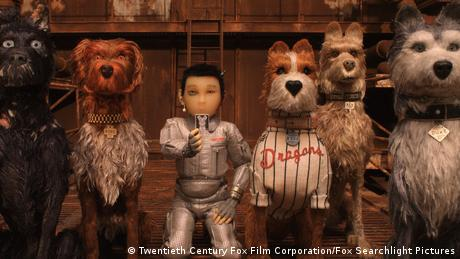 Szene aus Isle of Dogs mit animierten Puppenhunden (Twentieth Century Fox Film Corporation/Fox Searchlight Pictures)