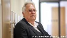 Deutschland Helge Achenbach im Flur des Landgerichts Düsseldorf