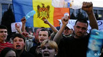 Protestors with Moldovan flag