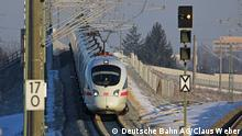 An ICE train on the track with snow (Deutsche Bahn AG/Claus Weber)