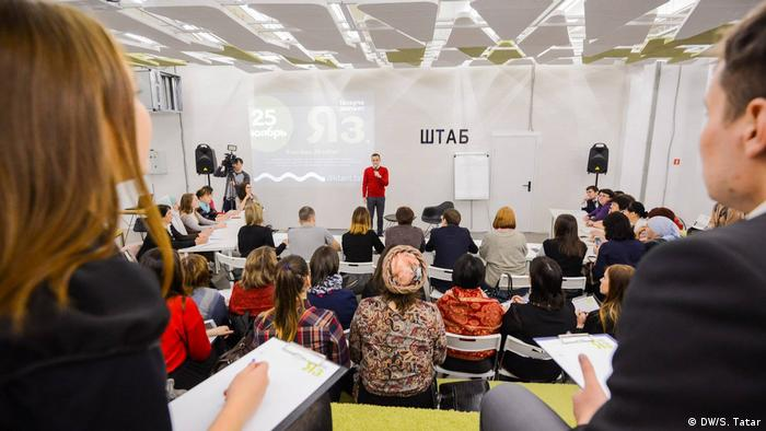 A representative of the World Forum of Tatar Youth introduces a mass dictation event in Kazan