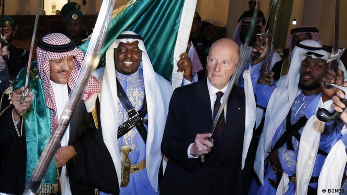 Симеон Сакскобургготски танцува със сабя в Рияд