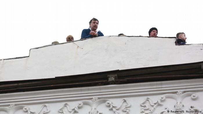 Ukraine: Michail Saakaschwili auf dem Dach eines Hauses in Kiew