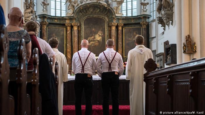 أرشيف: زواج مثلي في كنيسة ماريينكيرخه في برلين (18 أغسطس / آب 2016)