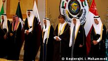 Kuwait GCC Gipfel Al-Jubeir, Al Khalifa, bin Mahmood, Al-Sabah and bin Hamad al-Thani pose for a family photo during the annual summit of GCC