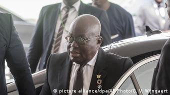 Ghana's President Nana Akufo-Addo emerging from a car (picture alliance/dpa/AP Photo/G. V. Wijngaert)