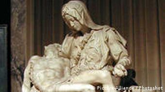 Michelangelo statue of the dead body of Christ lying in the lap of his mother