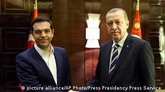Griechischer Premier Tsipras mit türkischem Präsident Erdogan (picture alliance/AP Photo/Press Presidency Press Service )