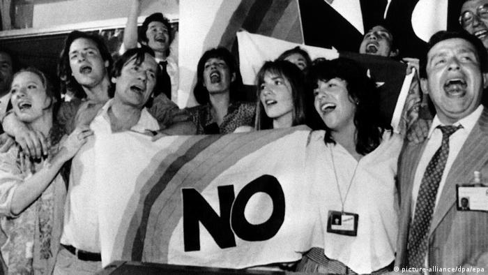Chile General Pinochet verlor Volksabstimmung (1988) (picture-alliance/dpa/epa)