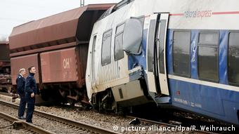Train accident in Meerbusch, Germany (picture alliance/dpa/R. Weihrauch)