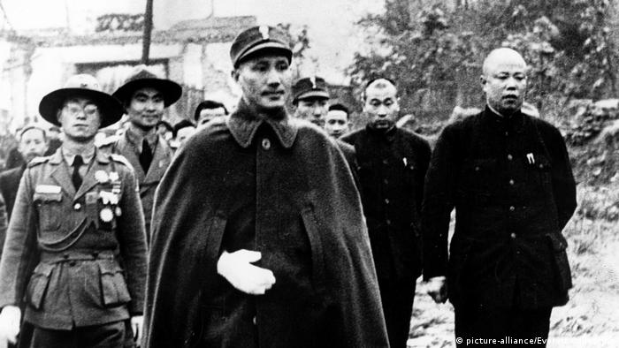 A black and white photo of Chiang Kai-shek in military uniform
