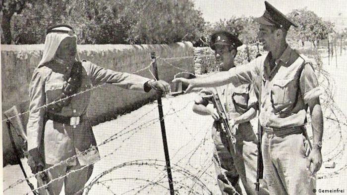 Después de la II Guerra Mundial, los británicos entregaron su mandato sobre Palestina. La ONU se pronunció por una partición del territorio, para crear una patria para los sobrevivientes del Holocausto. Algunos Estados árabes emprendieron una guerra contra Israel y conquistaron parte de Jerusalén. Hasta 1967, la ciudad estuvo dividida en una parte occidental israelí, y una parte oriental jordana.