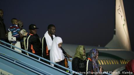 З Лівії відправили додому понад 400 мігрантів з Нігерії