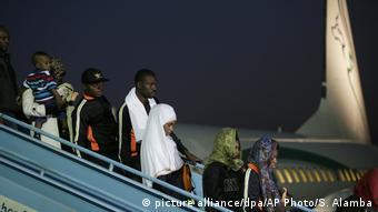 Этих мигрантов из Нигерии вернули домой