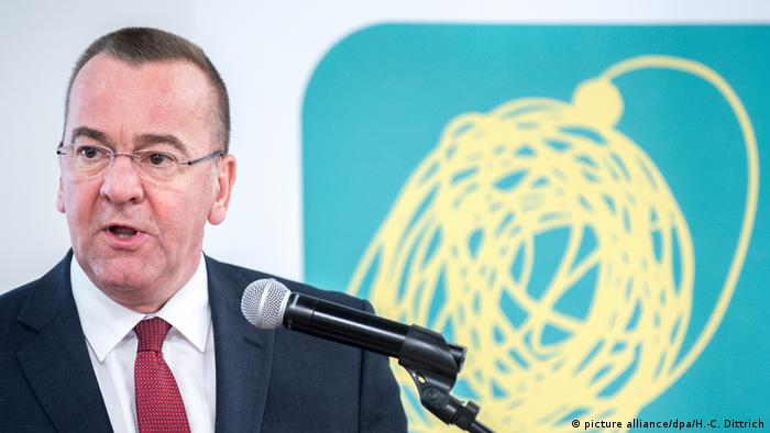 Deutschland niedersächsische Innenminister Boris Pistorius (SPD)