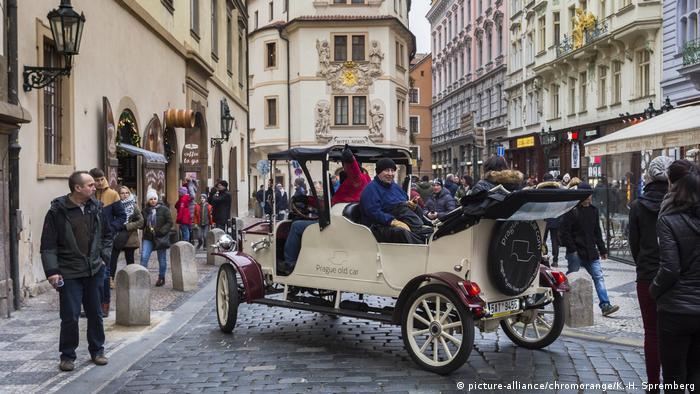Tchechien Stadtrundfahrt mit Oldtimer in Prag