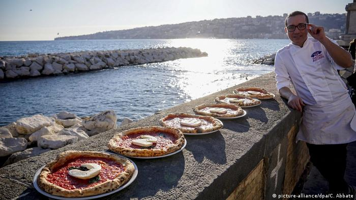 Weltkulturerbe UNESCO - Italien Pizza aus Neapel (picture-alliance/dpa/C. Abbate)