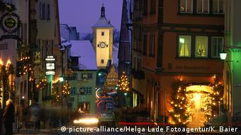 Se asoman las decoraciones navideñas en Rotemburgo ob der Tauber.