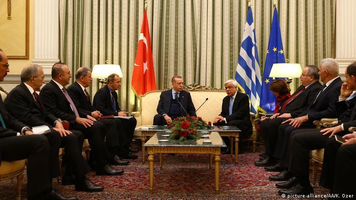Griechenland Erdogan zu Besuch in Athen (picture-alliance/AA/K. Ozer)