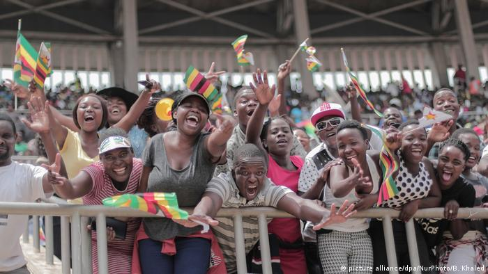 People are celebrating in Harare (photo: picture alliance/dpa/NurPhoto/B. Khaled)