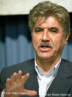 محمدصالح نیکبخت، وکیل دادگستری، میگوید نامه انتقادی درباره وضعیت کارگران بار اول در آستانه انتخابات ریاستجمهوری گذشته منتشر شده بود