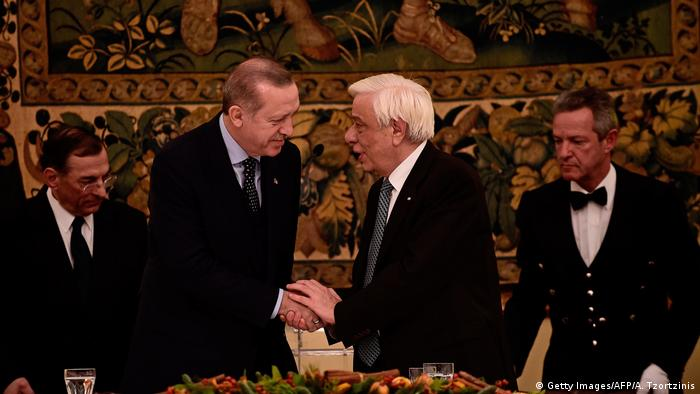 Athen Staatsbesuch Erdogan mit Pavlopoulos (Getty Images/AFP/A. Tzortzinis)