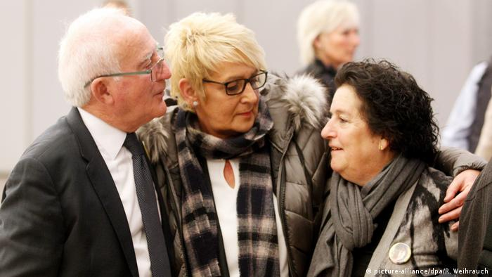 Christian's and Clara's parents (picture-alliance/dpa/R. Weihrauch)