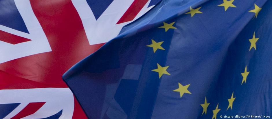 Segunda fase das conversações tratará das relações entre UE e Reino Unido depois do divórcio, marcado para março de 2019