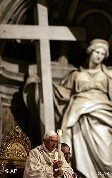 Papst Benedikt XVI. in der Osternacht