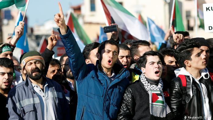 Türkei Proteste gegen die Verlegung der US Botschaft nach Jerusalem in Istanbul (Reuters/O. Orsal)
