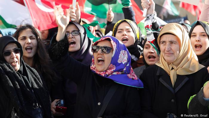 Turkish women protesting (Reuters/O. Orsal)