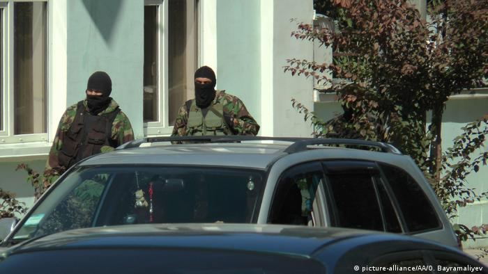 Сотрудники ФСБ во время обыска в Крыму (Фото из архива)