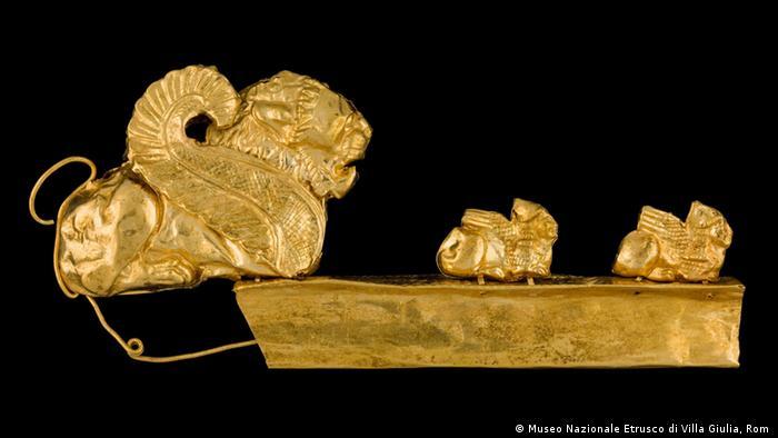 Золотая пряжка с изображением химеры. VII век до н. э.