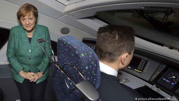 Меркель у кабіні машиніста швидкісного потяга ICE
