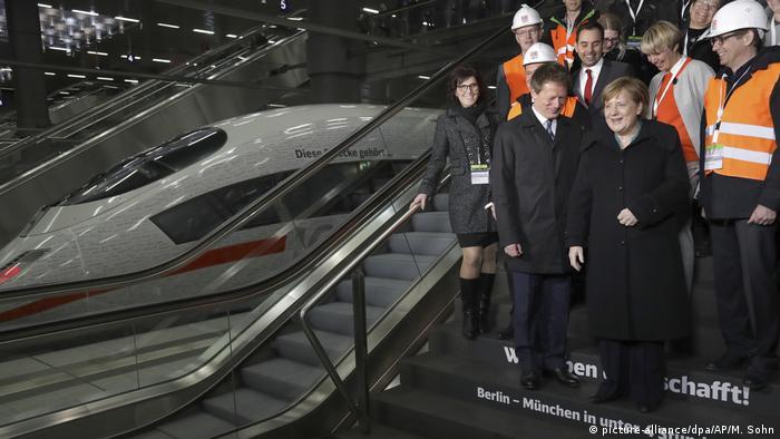 Aangela Merkel bei der Eröffnung der Bahn-Schnellfahrstrecke München-Berlin