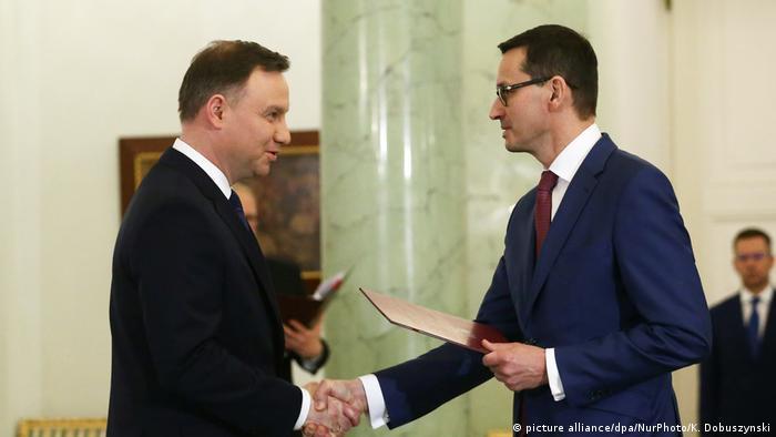 Prezydent Andrzej Duda (l.) i premier Polski Mateusz Morawiecki