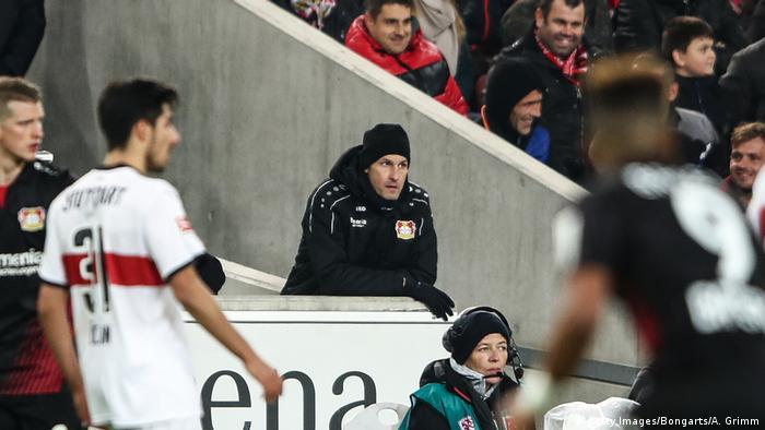 Fußball 1 Bundesliga VfB Stuttgart Bayer 04 Leverkusen Trainer Herrlich fliegt vom Platz (Getty Images/Bongarts/A. Grimm)