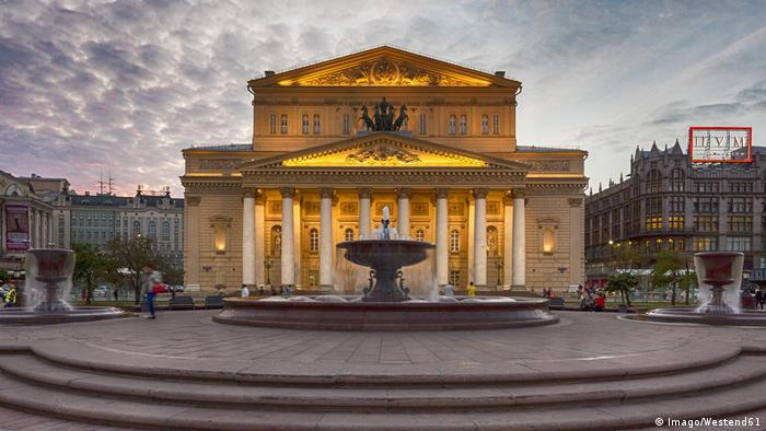 Street view of the Bolshoi Theater in Moscow at night (Imago/Westend61)