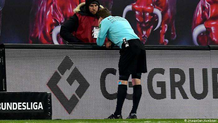 1. Bundesliga 15. Spieltag | RB Leipzig - 1. FSV Mainz 05 | Sven Jablonski, Schiedsrichter (Imago/Jan Huebner)