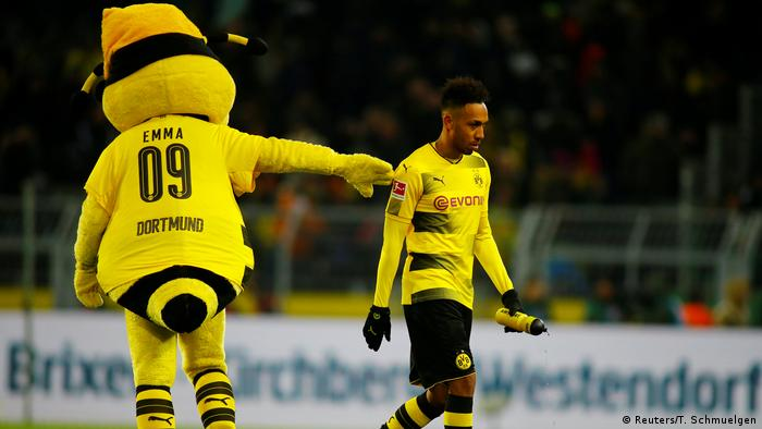 Arsenal hold Aubameyang talks, await Alexis Sanchez decision