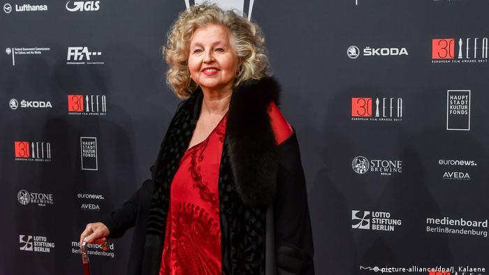 En 2010, Hanna Schygulla recibió el Oso de Oro de Honor de la Berlinale. En 2017, el Premio a la Obra de Vida de la Asociación de Actores Alemanes. En la foto se la ve durante la ceremonia de entrega del 30º Premio Europeo del Cine, en ese mismo año. La gran Schygulla, una estrella de la historia del cine alemán e internacional, cumple 75 años este 25 de diciembre de 2018.