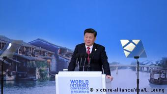 China Internet Weltkonferenz 2015 in Wuzhen | Xi Jinping (picture-alliance/dpa/L. Leung)