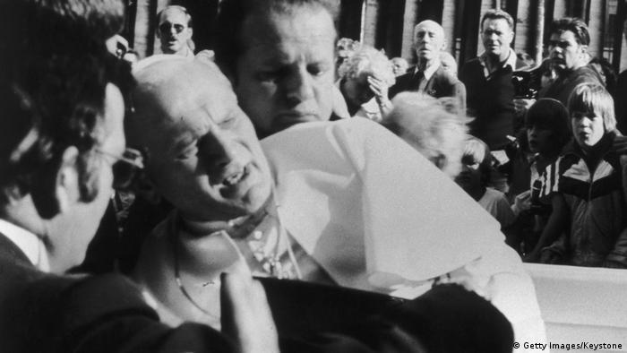 Papa 2. Jean Paul'e 13 Mayıs 1981 tarihinde suikasti düzenleyen kişi Türk vatandaşı Mehmet Ali Ağca idi.