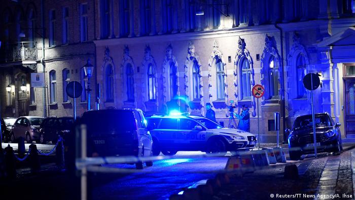 ВШвеции 20 человек вмасках забросали «коктейлями Молотова» синагогу