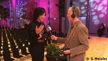 Der 2. Preisträger Tomoki Kitamura im Gesprach mit DW-Redakteur Rick Fulker Foto von Stefan Metzler, Telekom Forum Bonn, 9.12.2017. Anlass: Finale der Telekom Beethoven Competition Bonn 2017.
