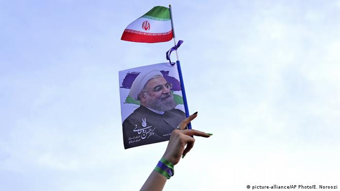 Iran Wahlkampf Mai 2017 - Präsident Hassan Rohani (picture-alliance/AP Photo/E. Noroozi)