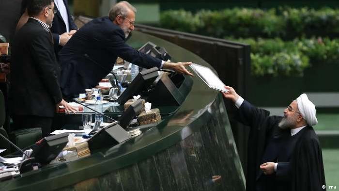 Iran Präsident Hassan Rohani im Parlament
