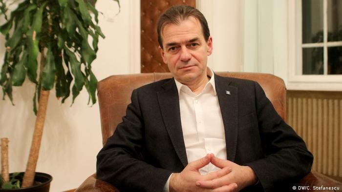 Rumänien Bukarest, - Ludovic Orban, Parteichef der rumänischen Liberalen (PNL) (DW/C. Stefanescu)