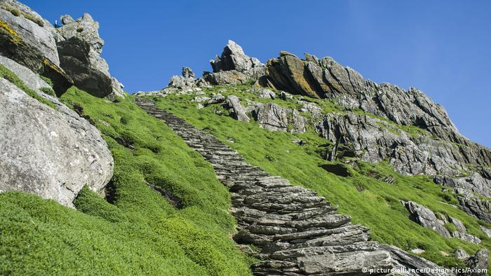 Uk, Ireland, County Kerry, Footpath Climbing Up Skellig Michael; Skellig Islands (picture-alliance/Design Pics/Axiom)