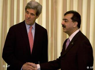 US Sen. John Kerry, left, meets Pakistan's Prime Minister Yousaf Raza Gilani in Islamabad